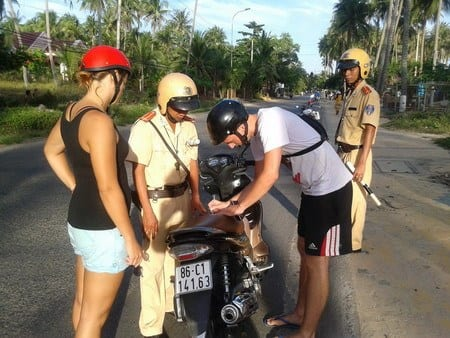 Mui Ne corrupt police scam, How to avoid the corrupt traffic police of Mui Ne, Vietnam...for those on motorbikes and scooters, avoid corrupt police Mui Ne, motorbike, scooter, foreigner, brides, cops, alternative route, back roads, where are the police in Mui Ne, Russian tourists, White Sand dunes, Fairy stream, Sandboarding, Red sand dunes, traffic police, scam, advice, backpacking, Vietnam, Saigon to Hanoi, motorbiking in Vietnam, Ho Chi Minh,