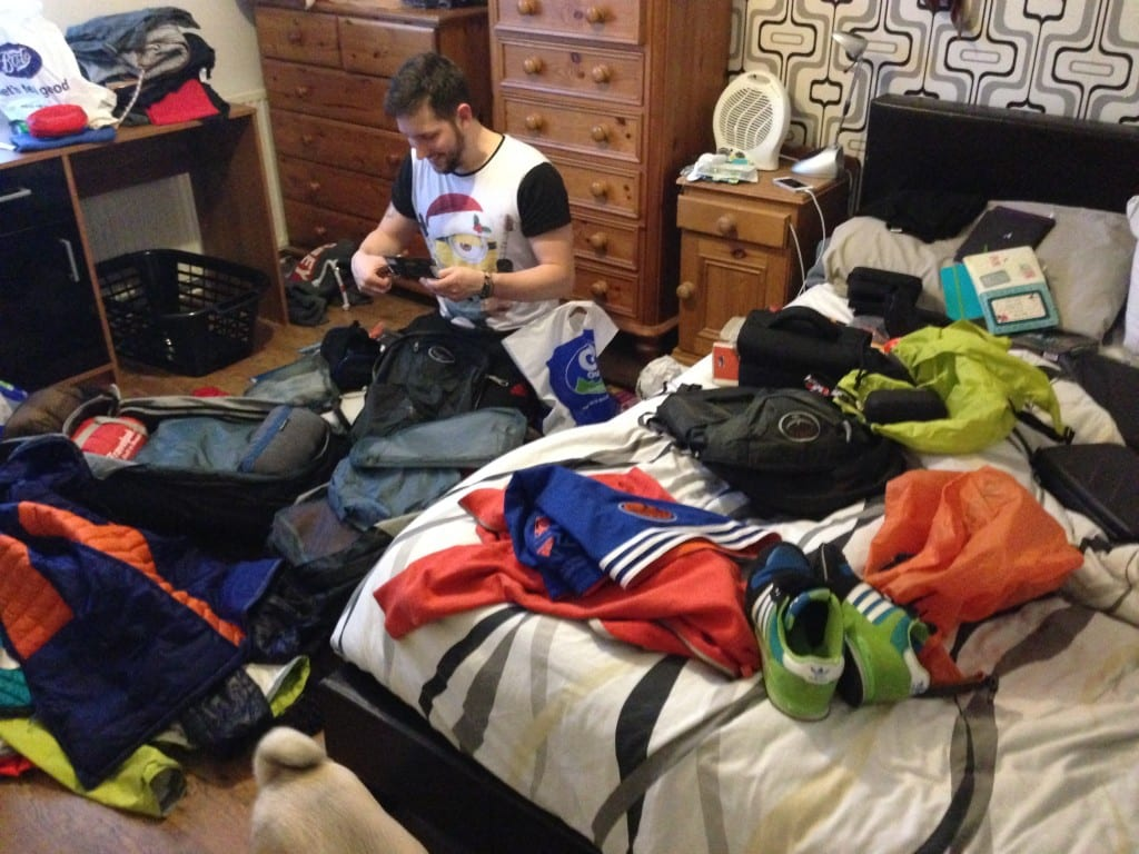 Check list before you go backpacking - Tips for getting ready for your first time, getting ready for travelling, traveling, backpacking, tip, advice, what to do, savings, money, accommodation, hostels, hotels, camping, couchsurf, blog, journal,