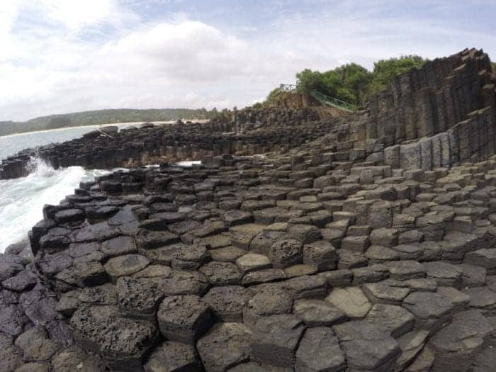 Ganh Da Dia: The Giants Causeway of Vietnam, ghen da dia, tua hoa, reef, stone plates, coracle, wooden bridge, route, Quy Nhon, Cầu gỗ Ô Cọp, village, rice paddy, rice paddies, local, tourism, motorbikes, scooter, Gành Đá Dĩa, Ghềnh Đá Dĩa, giants causeway, Giant's Causeway, basalt, Ganh Da Dia
